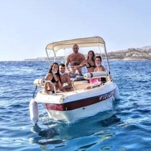 Grupa na łódce